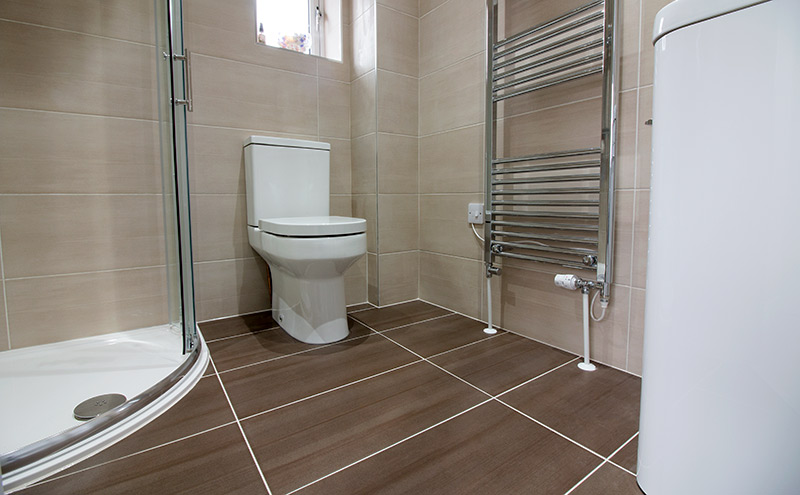 Guest ensuite bathroom in Harmans Cross Dorset with tiles and tiling by UK Tiles Direct