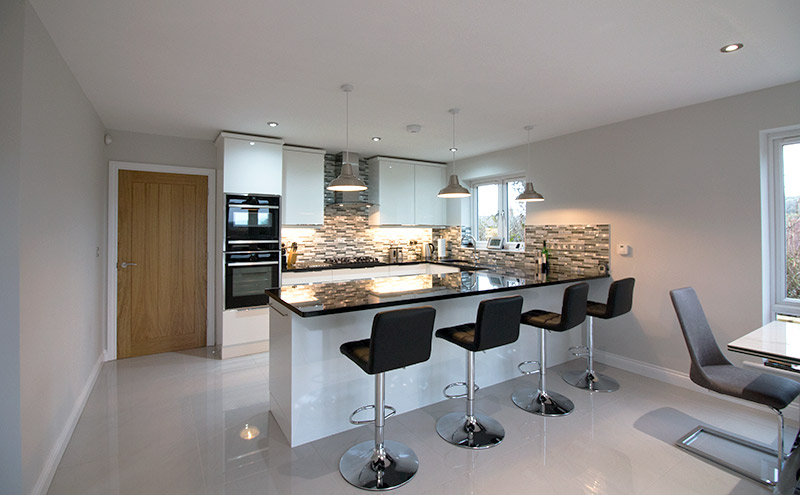 L Shaped kitchen with breakfast bar